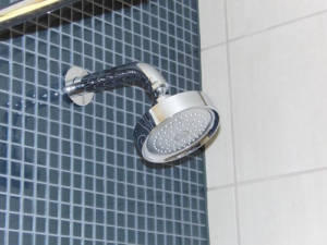 Duschen benötigen in einigen Fällen eine Hebeanlage