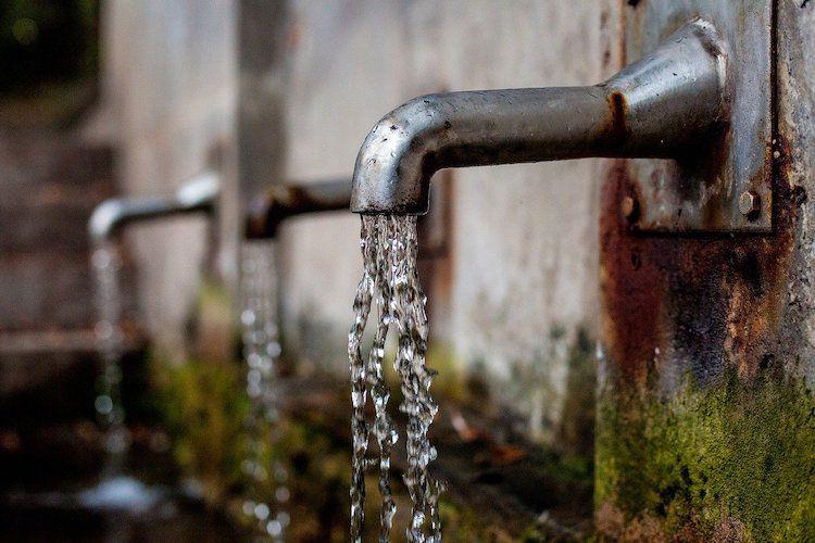 Wasserhahn Brunnen